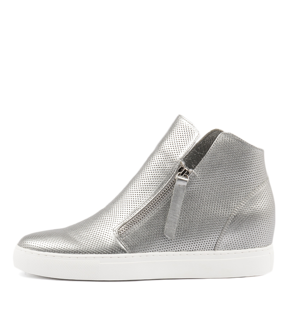 9c26e36d4f0f GISELE SILVER LEATHER by DJANGO   JULIETTE - at Mollini